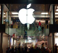 Apple se pochlubil s největším ziskem v historii. Prodeje však meziročně poklesly