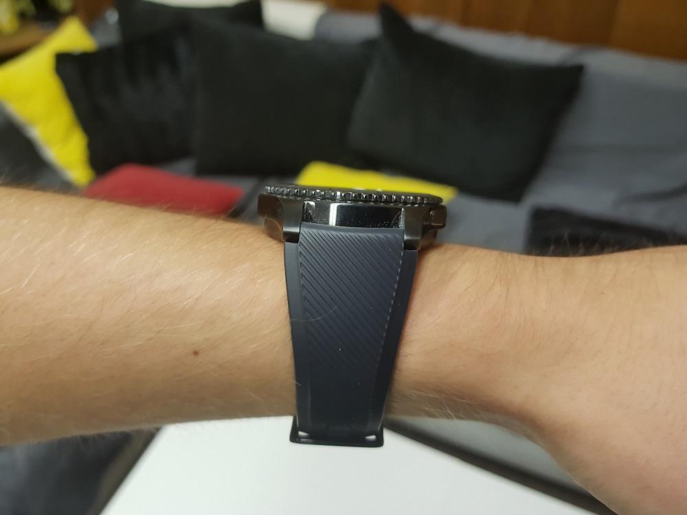 Přestože hodinky disponují snad všemi senzory 25e52f6504f